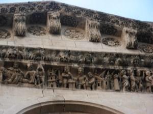 Frise romane à la cathédrale